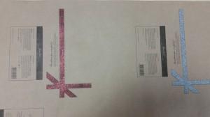 Katmata paberi lakiga jõupaberil glitrisegud punane ja holograafiline hõbe mustal ofset kujutisel