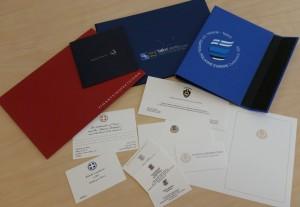 Siiditrükitud firmastiil – Ka saatkonnad ja riigiasutused teavad, kuidas ennast soliidselt  eksponeerida, lisaks kuidas jätta eriline mälestus Eestis toimunud ürituselt.